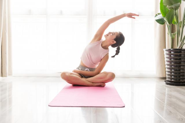 摄图网_501226860_女性瑜伽瘦身(企业商用).jpg