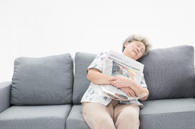 摄图网_500996122_老年奶奶瞌睡(企业商用).jpg