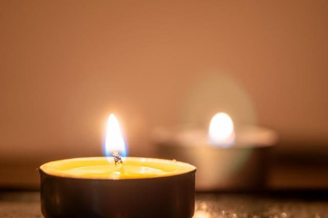 摄图网_501578535_蜡烛烛光(企业商用).jpg