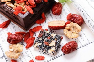 湿热体质能吃阿胶糕吗?