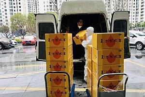 抗击疫情不畏风雨 东阿阿胶再向苏州一线医务人员捐赠复方阿胶浆