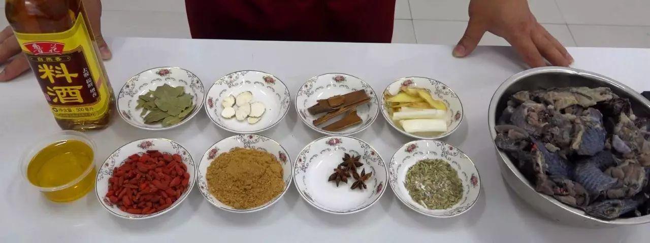 阿胶家常菜-阿胶炖乌鸡插图(2)